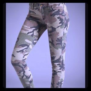 Textile Elizabeth and James camo jeans